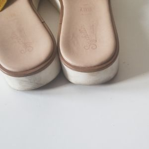 Seychelles Shoes - 🏷5/$25 Seychelles sandals size 10 used